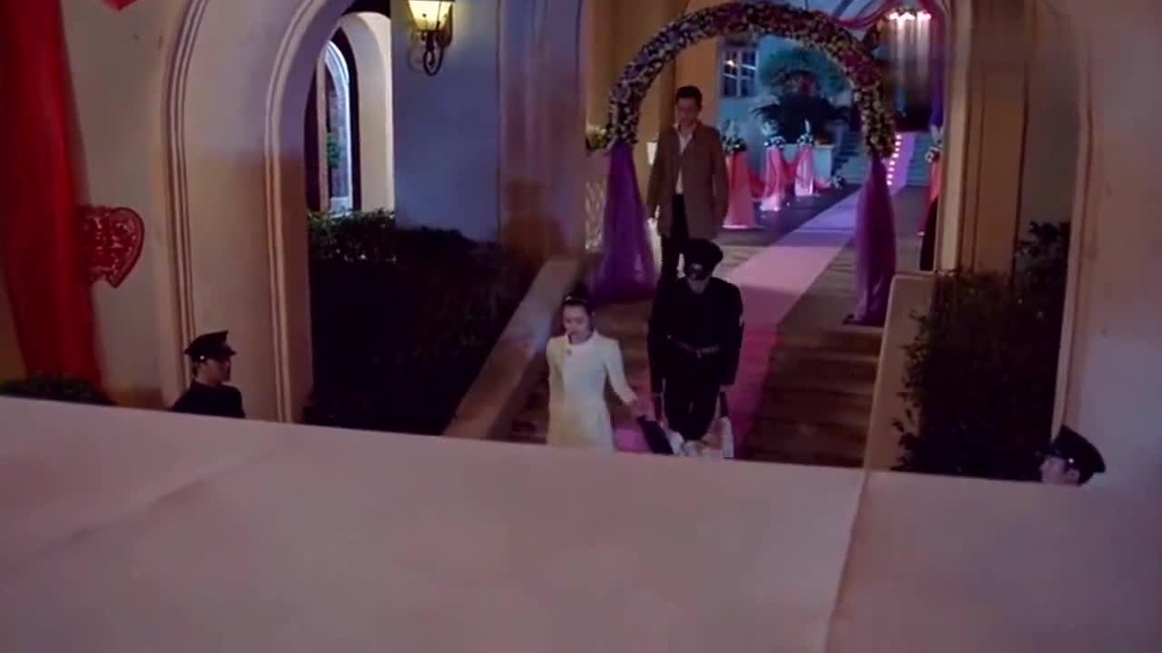 灰姑娘失去至亲突然晕倒,总裁帅气公主抱,心疼坏了