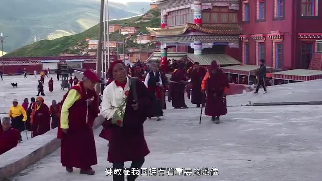 藏在高山的亚青寺生活着大量女性修行者被称为世界最大觉姆区