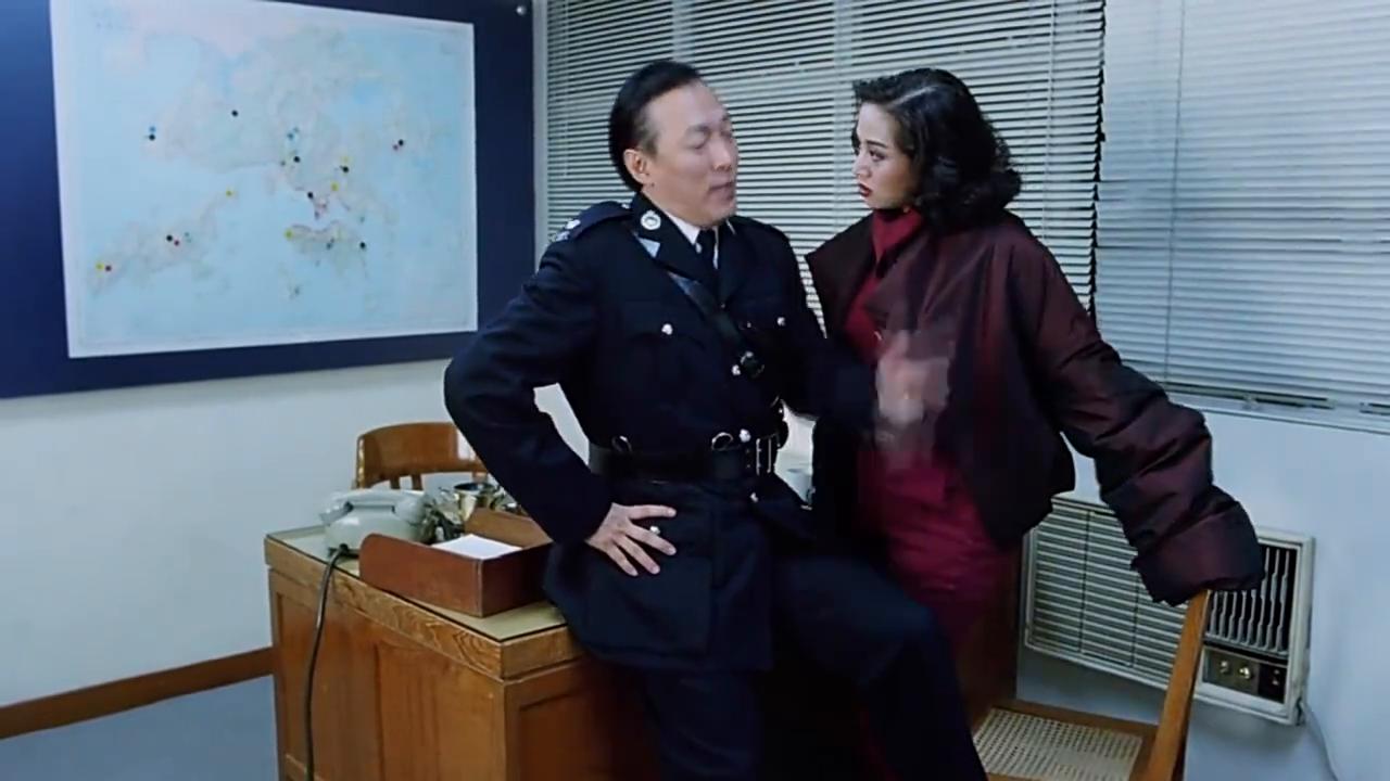 两个猛男子办公室打起来,原因是梅艳芳跟他们说这事