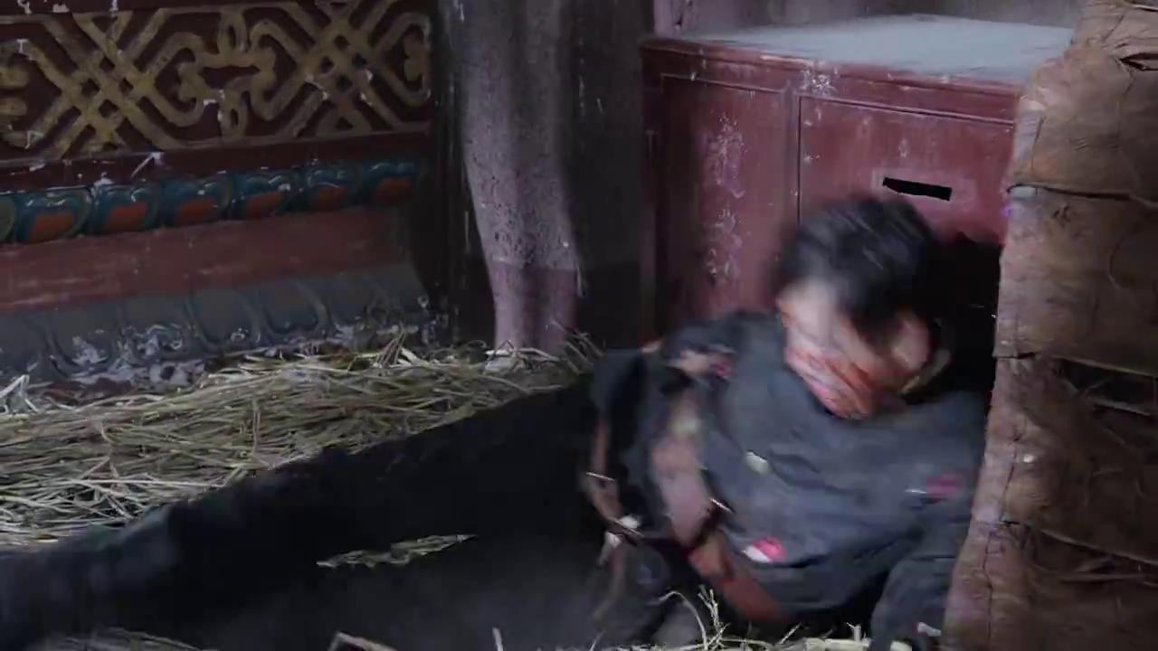 二狗子绑架他人威胁红一刀摘下面具,在最后一刻,美女杀了男子