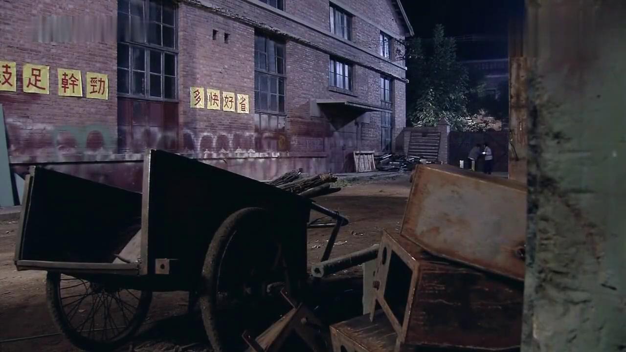 金婚:文丽和佟志上车间找废铁,却发现大庄和梅梅,当场傻眼!