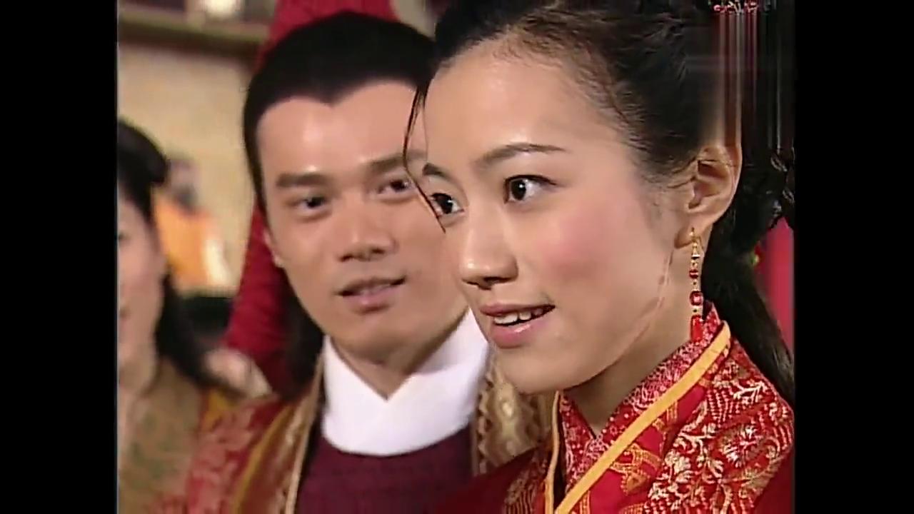 龙女来参加恩公的婚礼,却发现新娘神色有异,拜堂时突然吐血