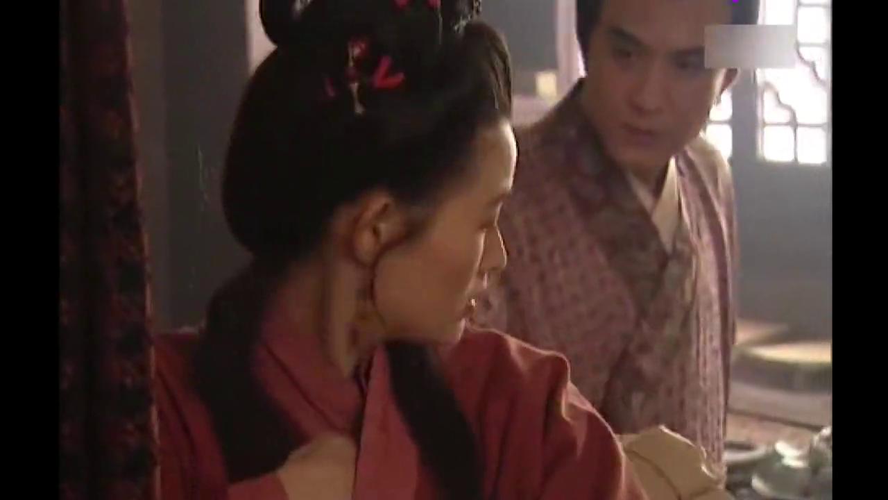水浒传:金莲私会西门庆,并向他各种抱怨:人人都长着一张嘴我怕