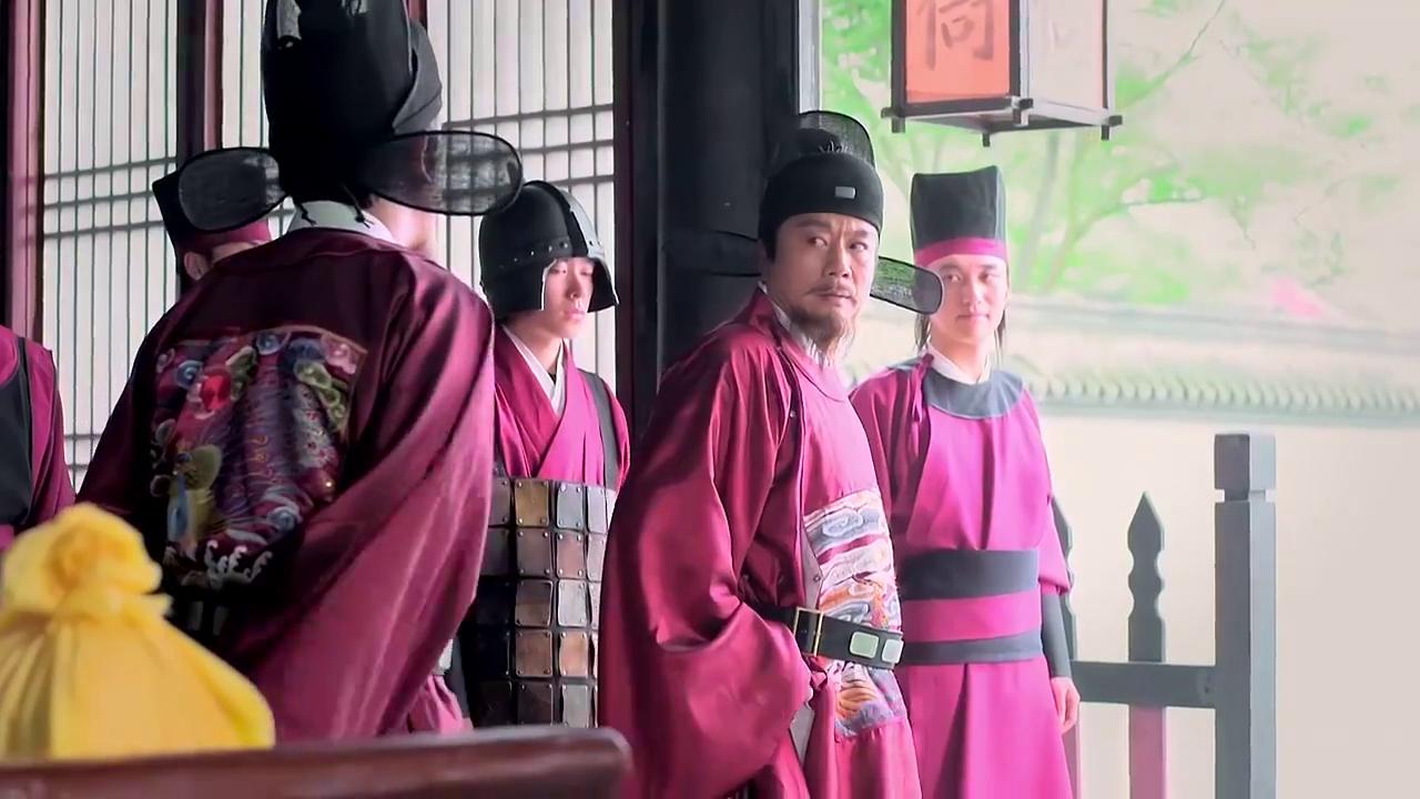 刘伯温与胡惟庸的人先后而至,准备展开一场交锋,驿站老板都懵了