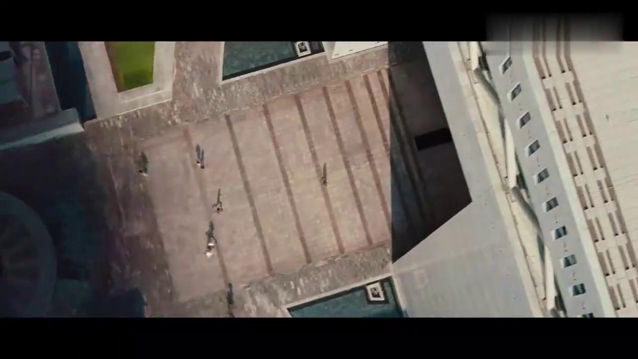 碟中谍4:伊森沙尘暴中追坏人,差点被车撞!真是太敬业了!