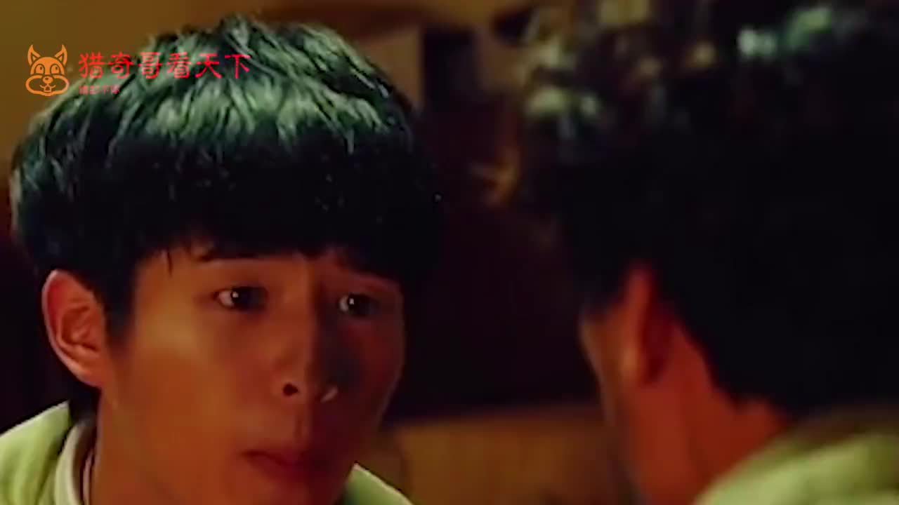 刘昊然与男粉同框撞衫上演现实版卖家秀买家秀刘昊然笑到捂脸