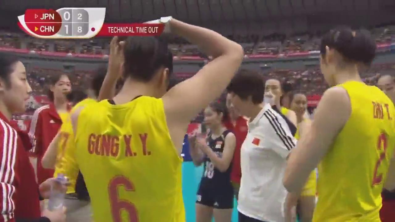 """中国女排!从一个比赛暂停来看""""郎家军""""的凝聚力和向心力!"""