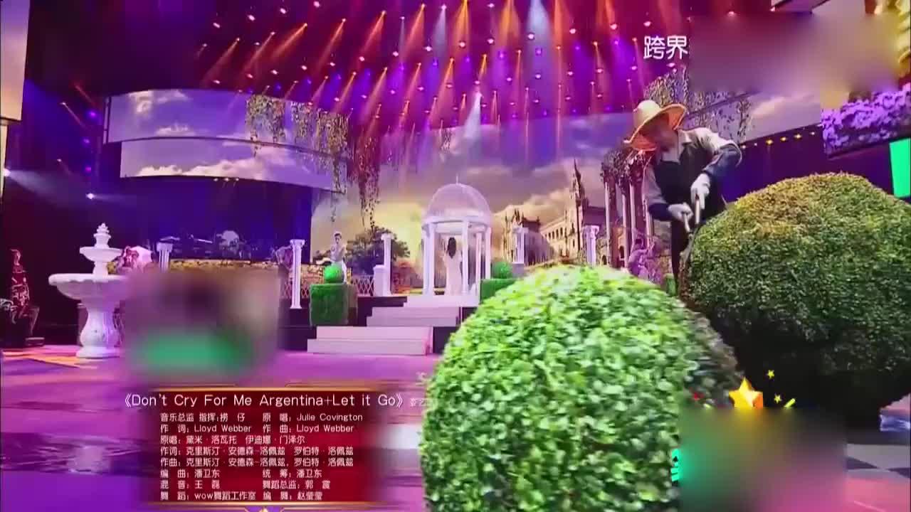 娄艺潇透视装演唱英文歌曲画风突变犹如仙女下凡