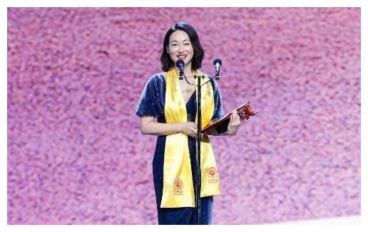 59岁惠英红凭《铁探》夺华鼎奖最佳女主角 入行42年至今还未结婚