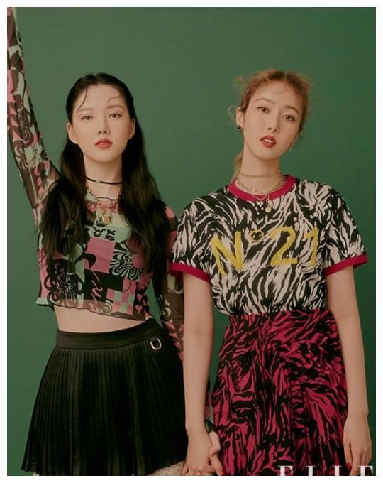 韩国女团GFriend成员Ye Rin与Sin B携手拍杂志写真