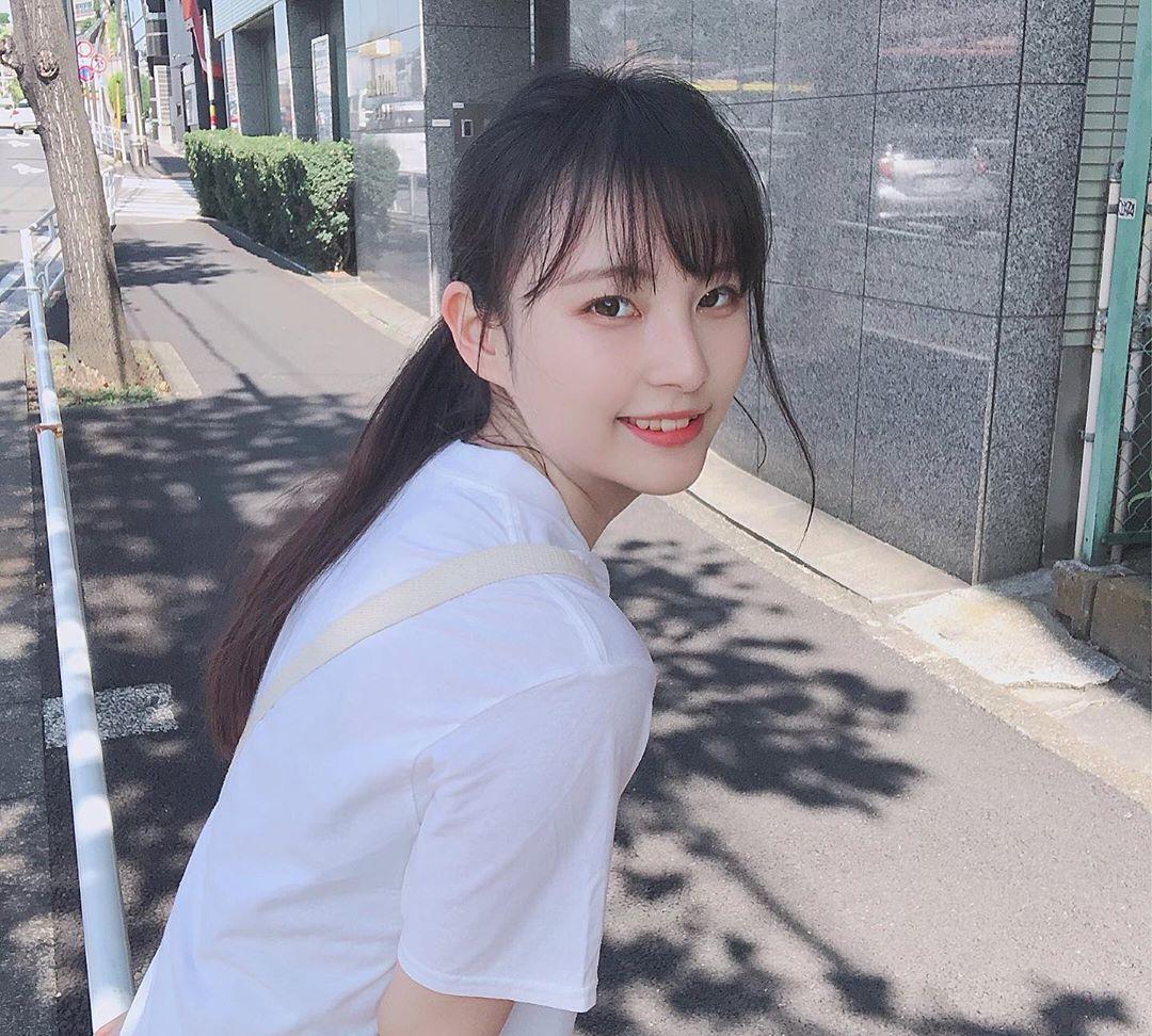 19岁的日本纯美少女,冷峻的气质让她充满了距离感