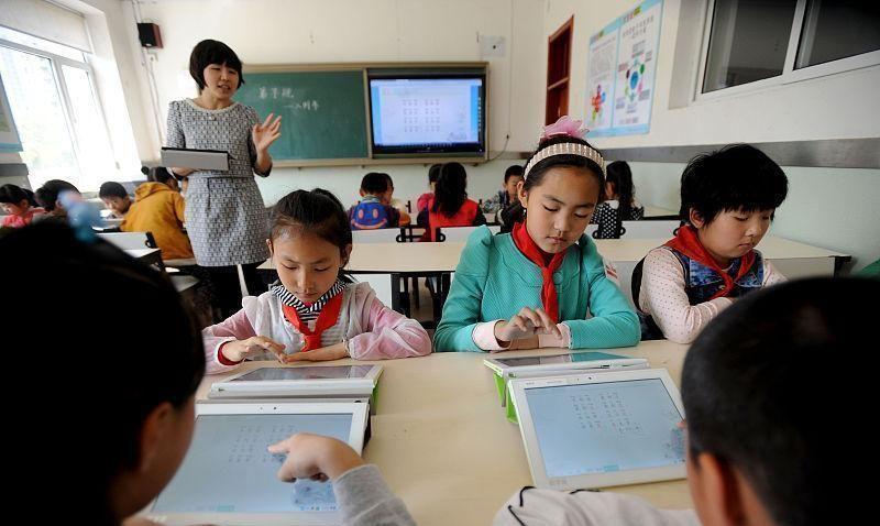 """学校按""""电子书包""""购买情况分班,是""""变相强制"""""""