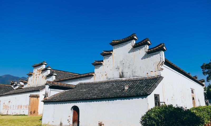 浙江一座百年民宅,历经三代人才修建好,被誉为木雕艺术殿堂