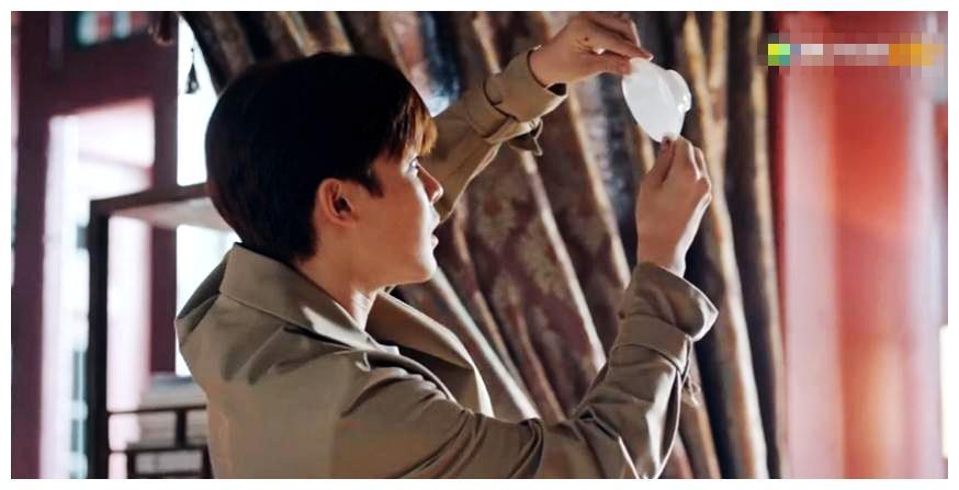 秦岭神树:吴邪为什么故意砸碎三叔的茶盏,他发现三叔的秘密了吗