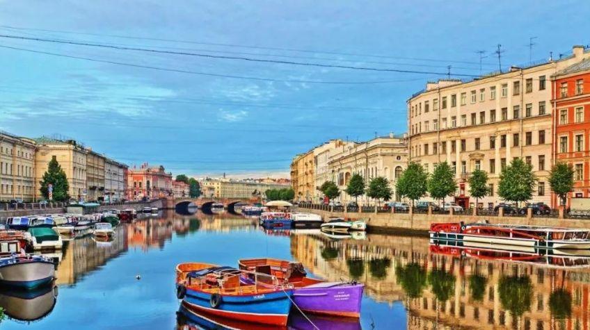涅瓦河:被誉为圣彼得堡的母亲河,是圣彼得堡市的灵魂