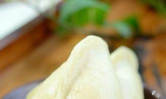 一次发酵也能蒸出喧软流糖汁儿的糖三角,早上热一热当早餐真合适