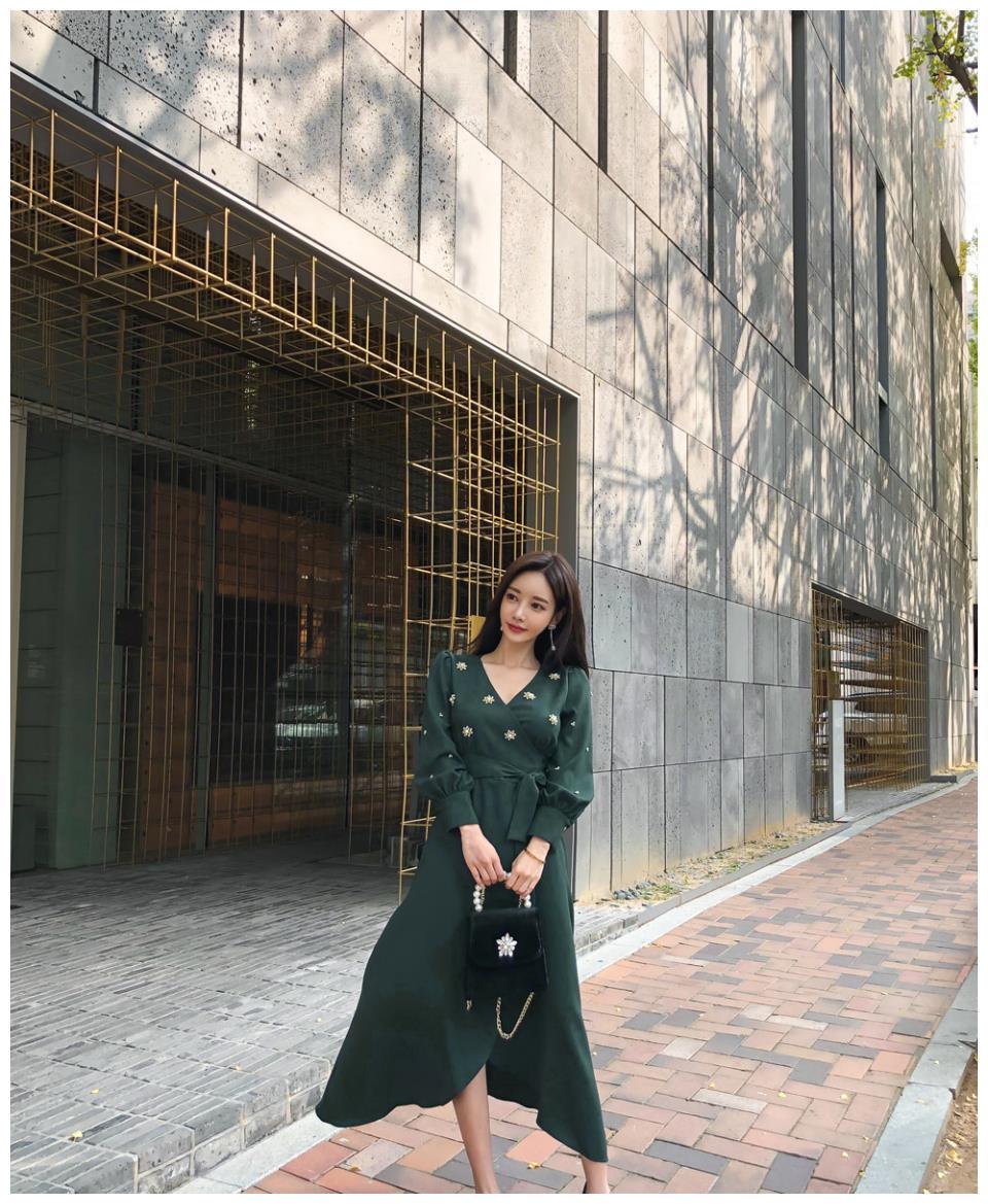 孙允珠——仙踪野森墨绿色泛光斜束晚礼裙写真