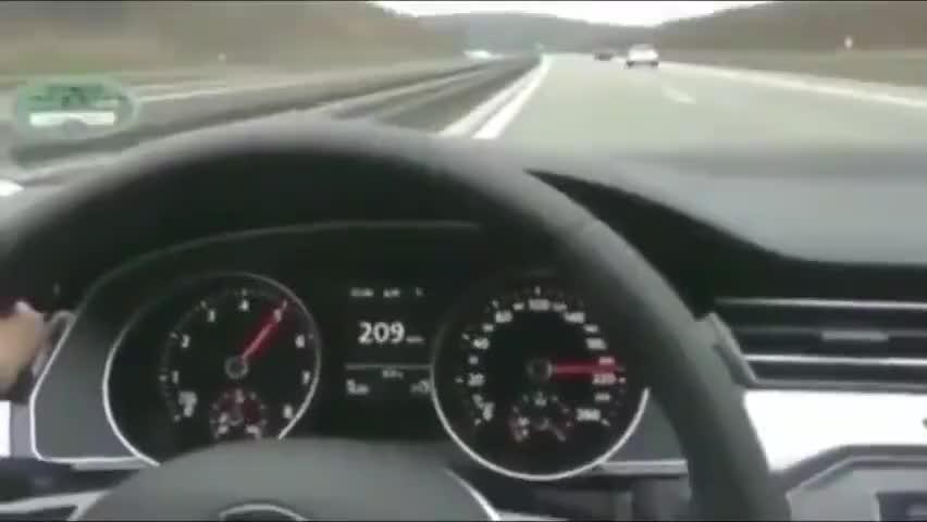 视频:在不限速的高速上迈腾能到多少迈我们来见证一下
