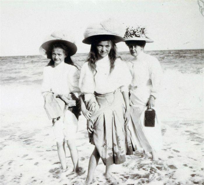 老照片,这些俄罗斯女孩真漂亮,她们是沙皇尼古拉二世的家人
