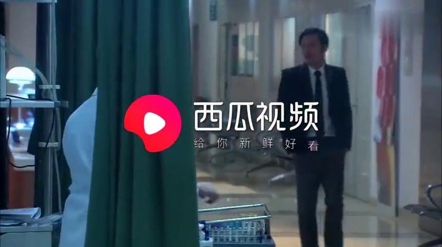 职场情感剧:女总裁和男友病房秀恩爱,病人刚醒直接气晕,太逗了