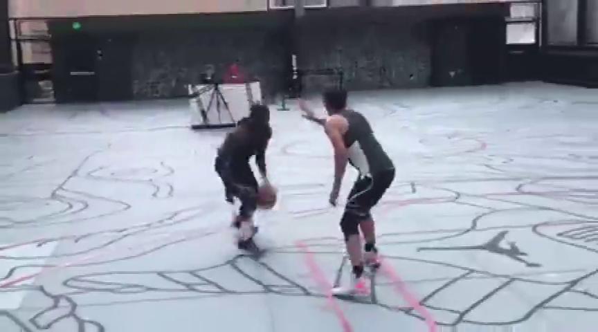 """三个国外网红篮球选手3v3实战,""""模仿帝""""这远投能力可以"""