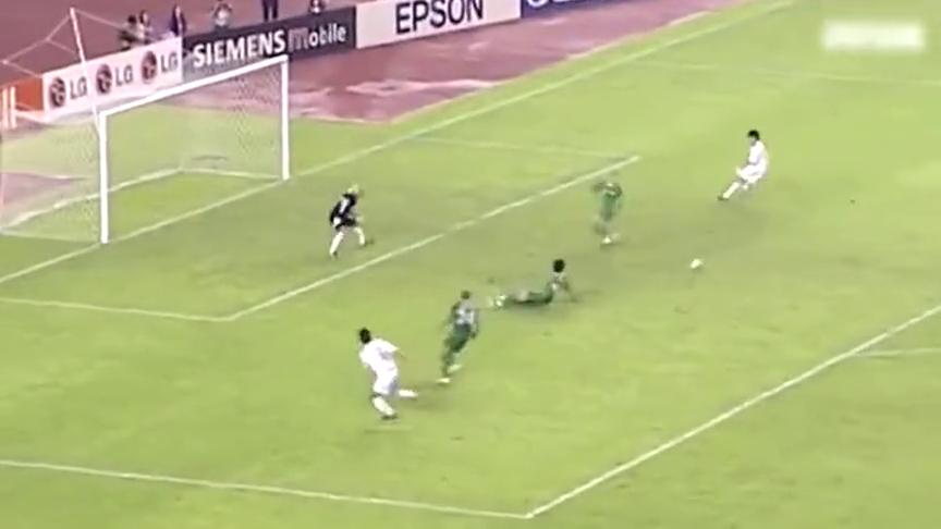 国足经典之战:04亚洲杯中国3-0伊拉克,郝海东胸部停球推射破门