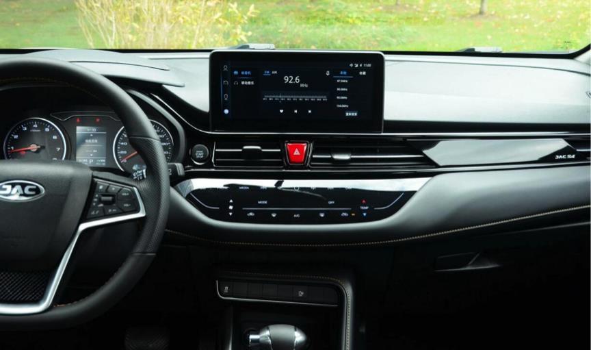 国产SUV新秀之作 瑞风S4科技感满满 双色车身吸睛