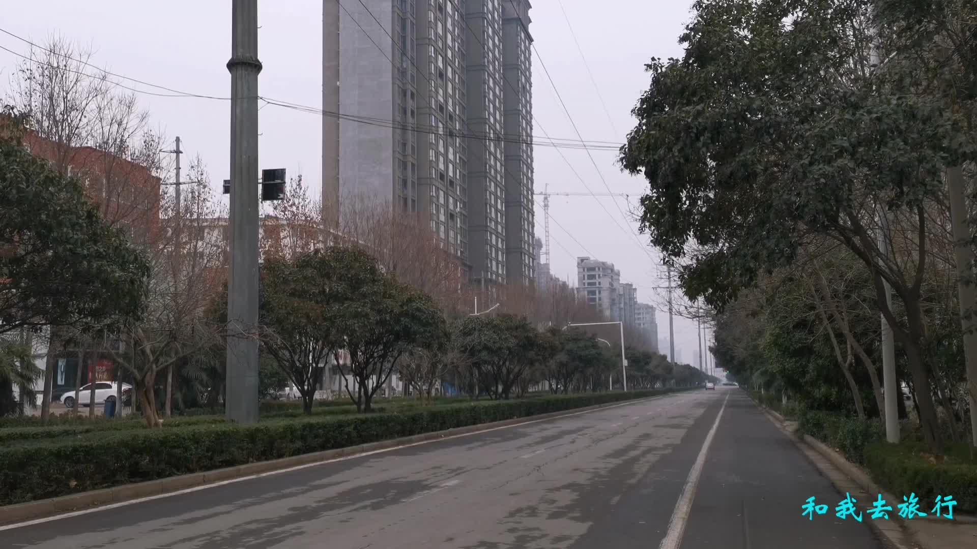 大年初一的禹州街上冷冷清清,只有永辉超市这里人不少,充满年味