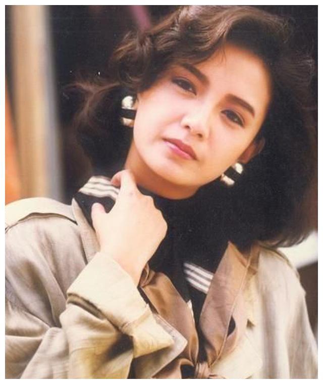 她曾是梁朝伟6年恋人 被闺蜜刘嘉玲横刀夺爱 现与儿子相依为命