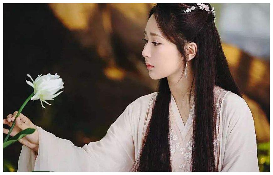 杨紫拍吻戏时为防止生理反应,这招太狠了,网友:心疼邓伦几秒!