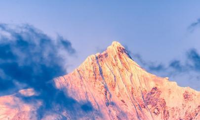 全球三大神山,明令禁止攀登,有2座在中国