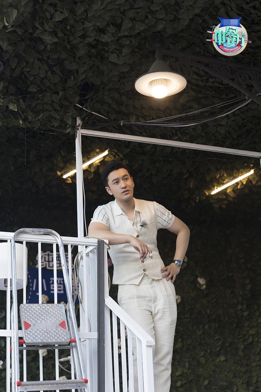 《中餐厅3》公园半日游?王俊凯强力荡秋千晃晕杨紫