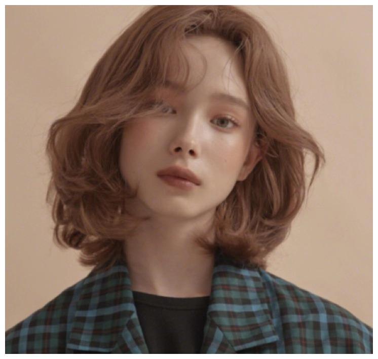 棕色头发已经过时了,2020年流行这5种发色,显白百搭还