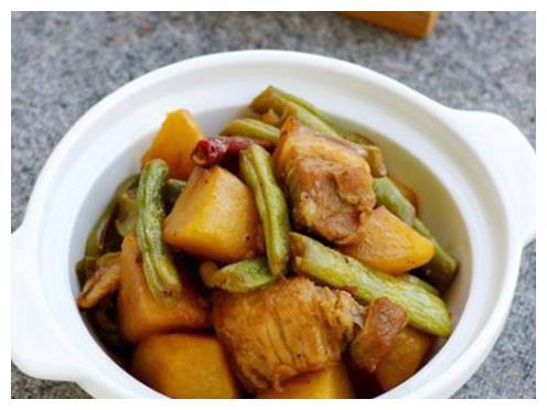 别在炒土豆丝了,试试这道东北菜,简单又美味的家常菜