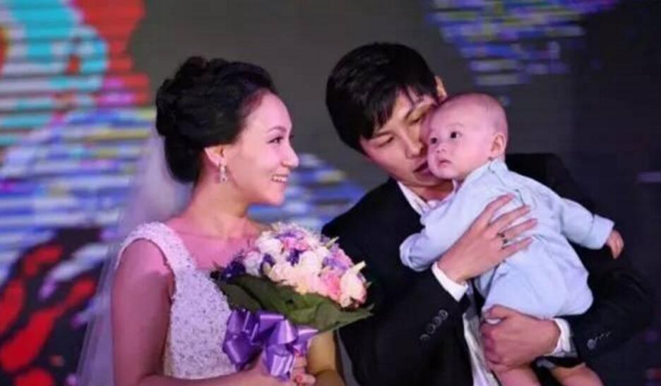 国乒教练陈玘又晒新照,小女儿相当可爱,如今儿女双全婚姻幸福