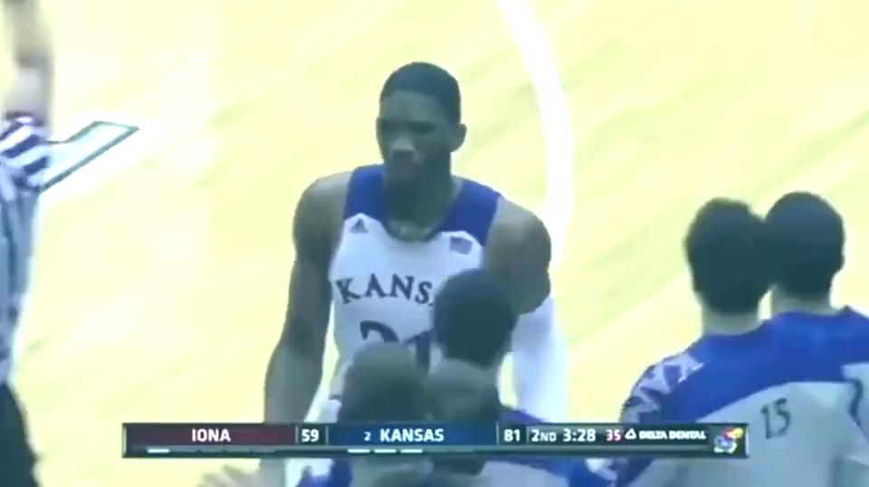 天赋这玩意不是靠讲讲的 大帝 恩比德NCAA时期就虐暴各路对手!