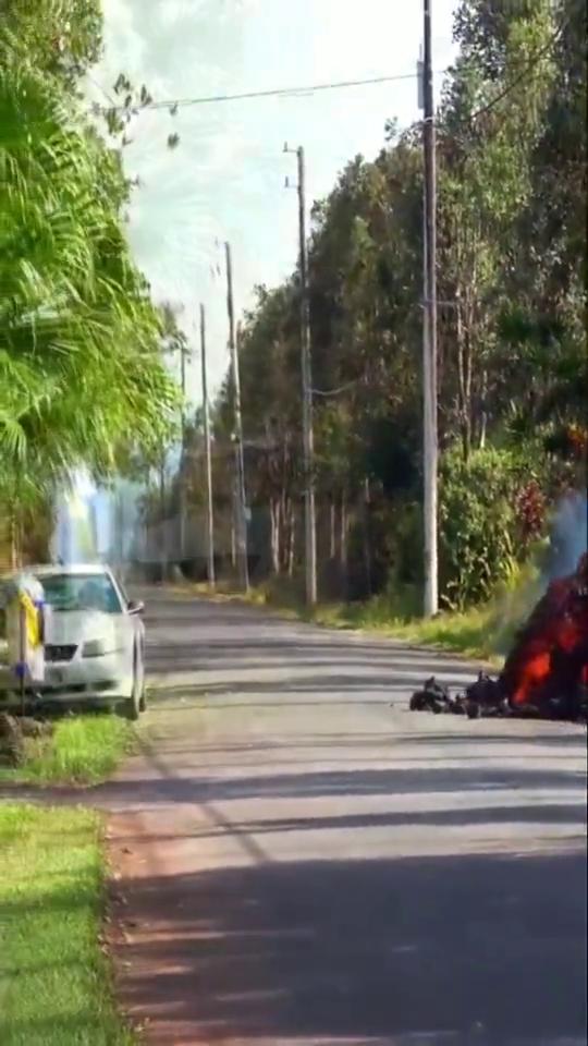 """火山喷发,岩浆的温度究竟有多高?看看这辆""""可怜""""的汽车吧!"""