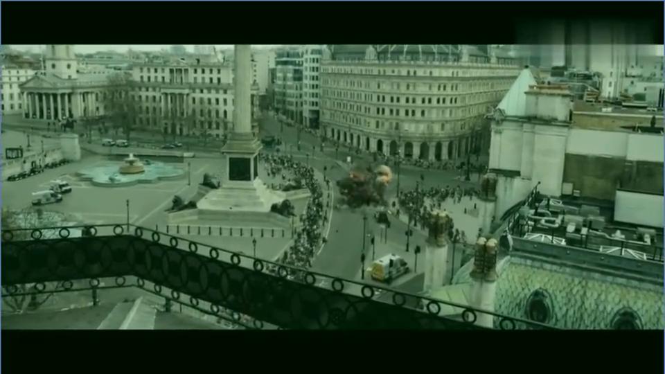 总遭遇恐怖分子追击,一路从地上追到空中,总统直升机被导弹击落