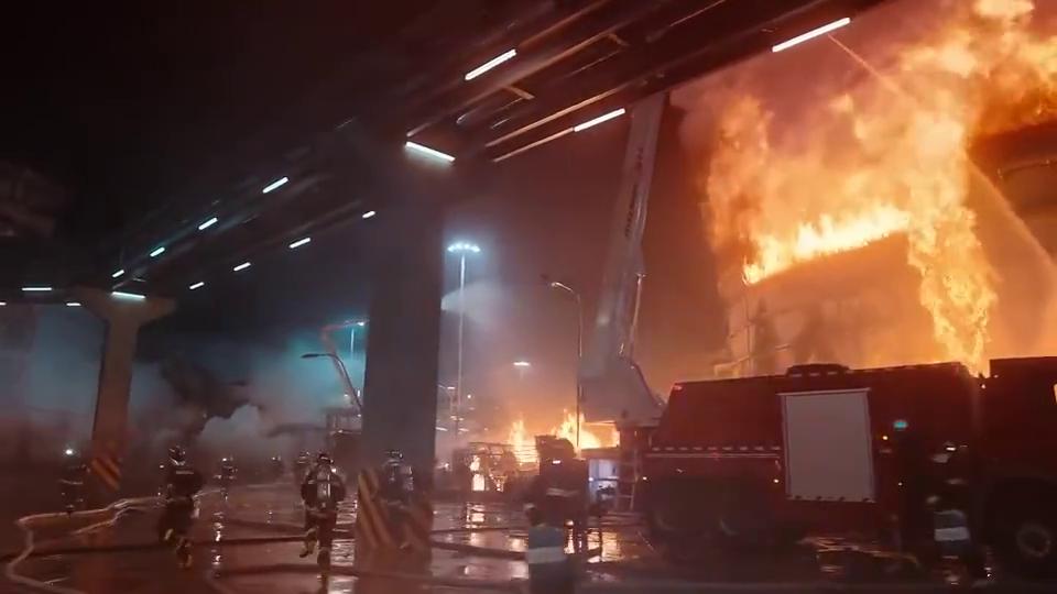 保护化学罐区的安全,比在一线现场灭火更重要