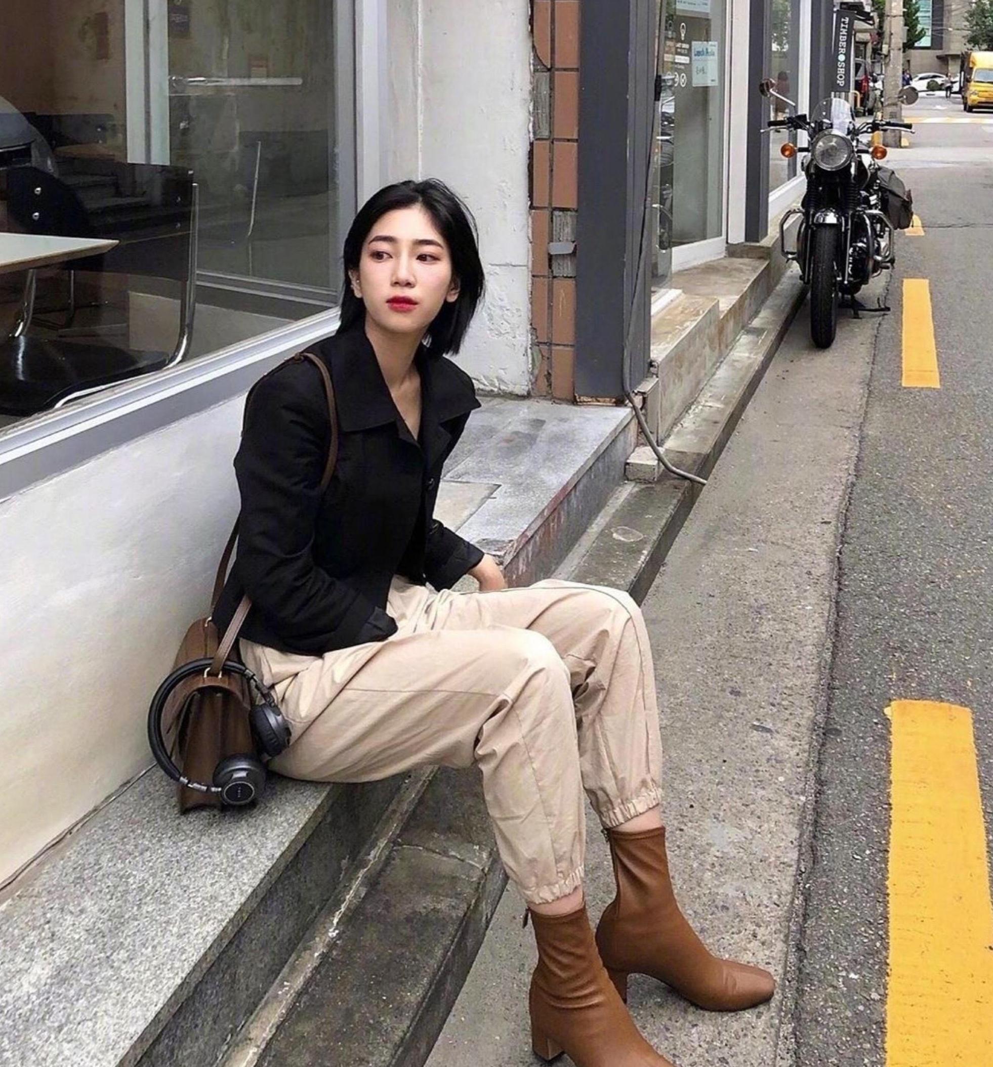 短发女生如穿出简约风?韩国时尚博主的穿搭,清爽干练不失女人味