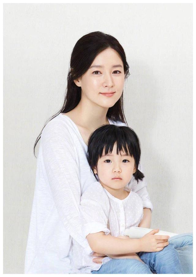 韩国天然美女李英爱的女儿,成为韩国明星子女中颜值的佼佼者!