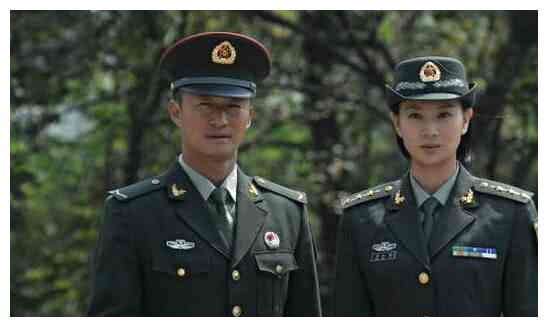 她和吴京是公认的荧幕情侣,连谢楠都吃醋,脱下军装美翻了!