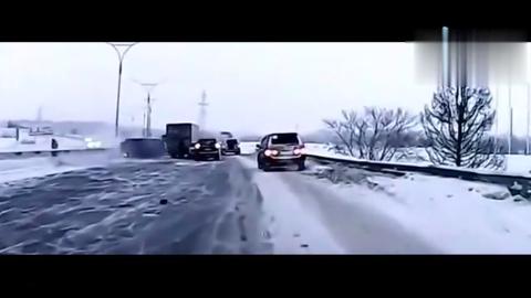 真是惨到顶!车子高速失控司机甩出数百米碎成残渣
