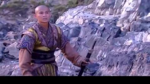 韦小宝冲击战场大战官兵,拿着一把匕首一顿乱捅,一刀死一条人命