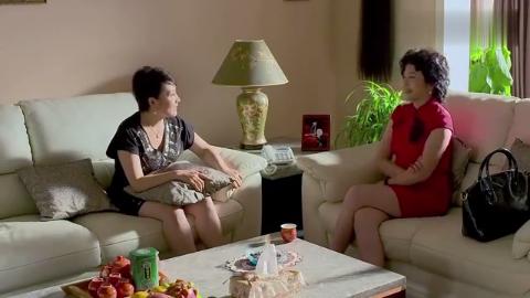 彩平特意来跟桃子妈炫耀,薛素梅一听尴尬了,杨桃还没男朋友呢!