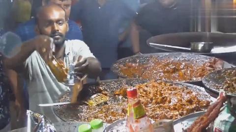 印度夜市的特色美食食物都是平板锅做出来咖喱粉一定少不了