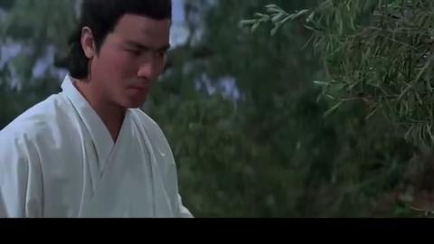 天龙八部:男子被蟒蛇缠身,姑娘竟让他咬蛇的喉咙,吸蛇的血!