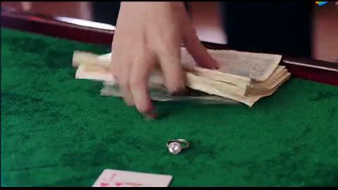 请赐我一双翅膀:鞠婧祎生气未婚夫去赌博,把未婚夫送婚戒扔了