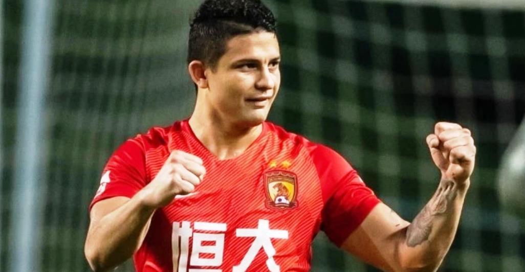 中国男足历史性一刻!中超最强前锋已变更为中国国籍