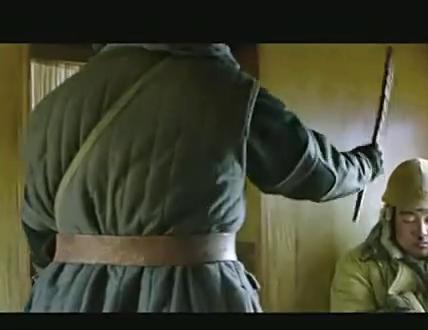 铁道飞虎:马原蒙面一脚踢晕日本兵,真的霸气!